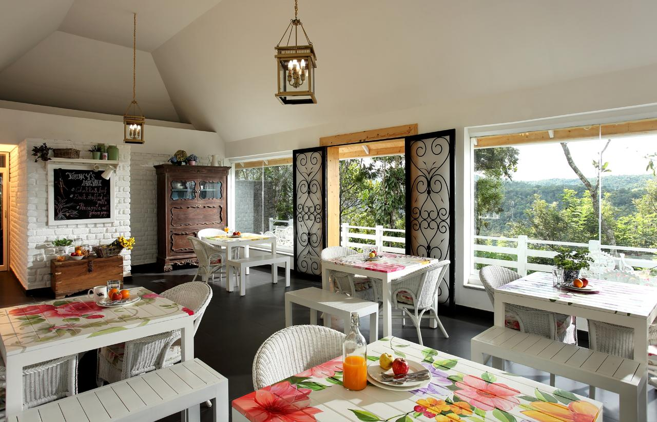 Hills And Hues Hotel Thekkady Restaurant